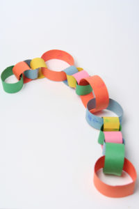 make-a-paper-chain-slideshowmainimage